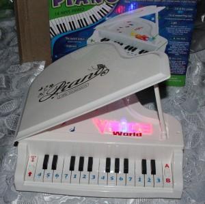 pianoforte-sonoro-giocattolo-bambini