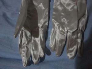 guanti-raso-donna-eleganti-argento