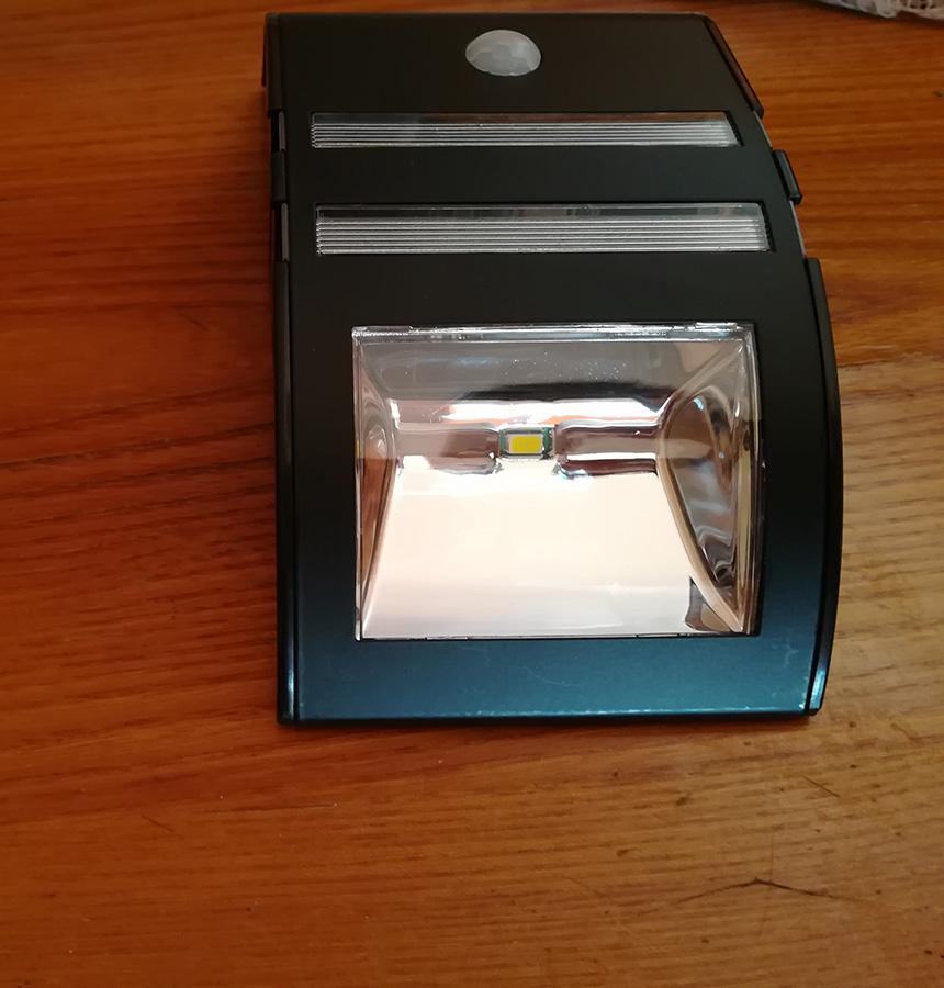 Lampada Con Pannello Solare Da Esterno : Recensione soojet sl lampada da esterno con pannello